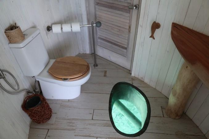 ONE BEDROOM WATER RETREAT: TOILET