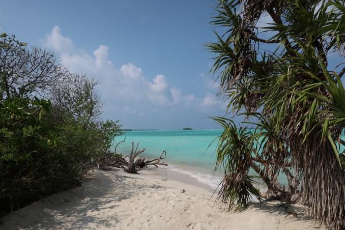 MEDHUFARU ISLAND: HIDDEN BEACHES
