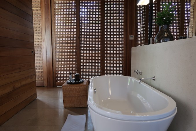 AMANWELLA: SUITE - BATHROOM