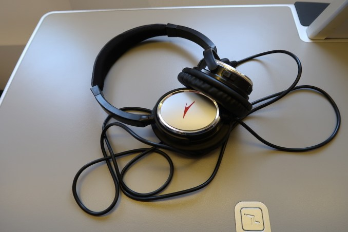 AUSTRIAN AIRLINES BUSINESS CLASS HEADPHONES