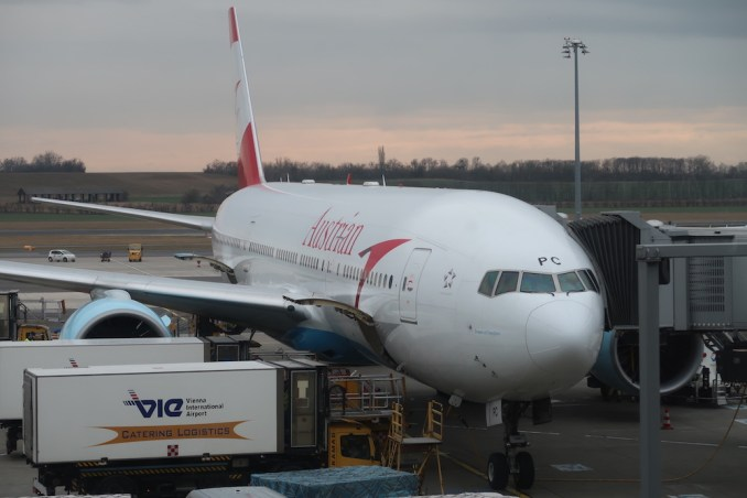 AUSTRIAN AIRLINES BOEING 777 (AFTER LANDING)