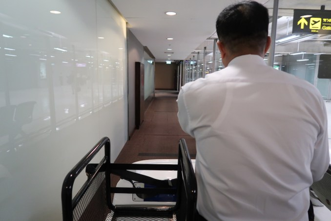 BUGGY TRANSFER TO THAI FIRST CLASS LOUNGE