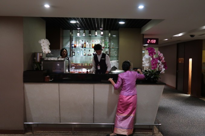 THAI FIRST CLASS LOUNGE: BAR