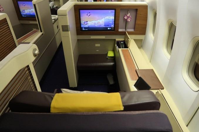 THAI AIRWAYS B747 FIRST CLASS SEAT