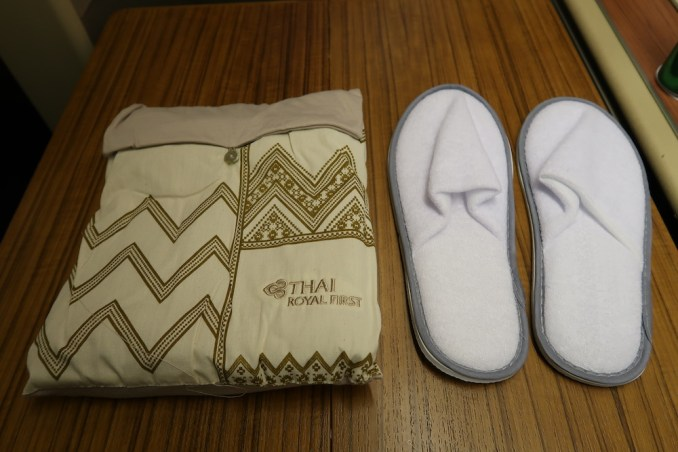 THAI AIRWAYS B747 FIRST CLASS AMENITIES: PAJAMAS & SLIPPERS