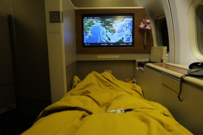 THAI AIRWAYS B747 FIRST CLASS SEAT: FLATBED POSITION