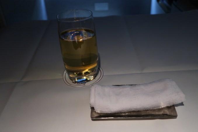 THAI AIRWAYS B747 FIRST CLASS: BREAKFAST