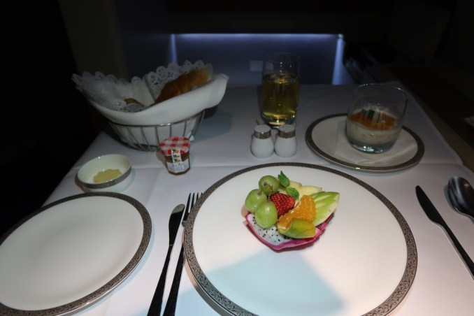 THAI AIRWAYS B747 FIRST CLASS: BREAKFAST