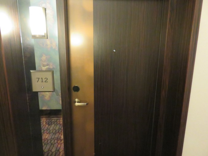 ROSEWOOD HOTEL GEORGIA: DELUXE ROOM - ENTRANCE