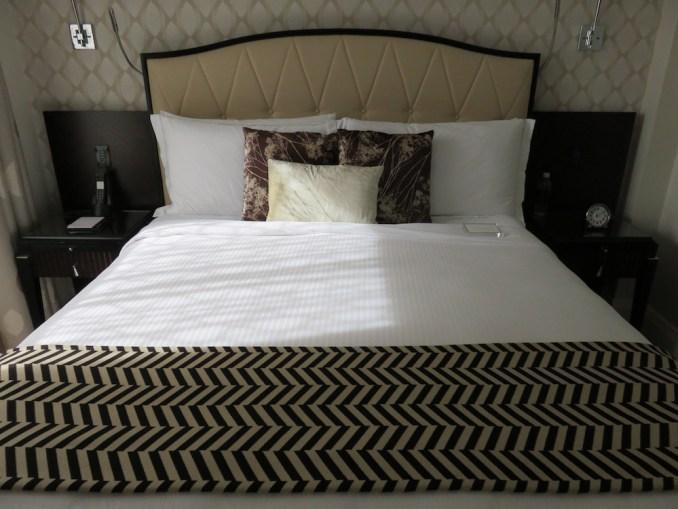 ROSEWOOD HOTEL GEORGIA: DELUXE ROOM - BEDROOM