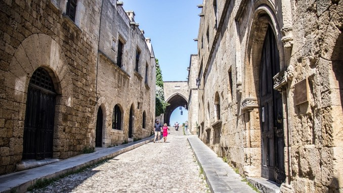 GET LOST IN RHODES' MEDIEVAL TOWN