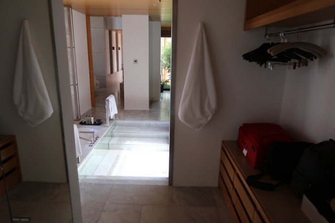 AMANZOE POOL PAVILION: BATHROOM
