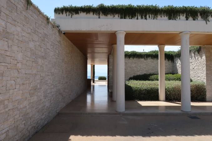 AMANZOE BEACH CLUB: ENTRANCE