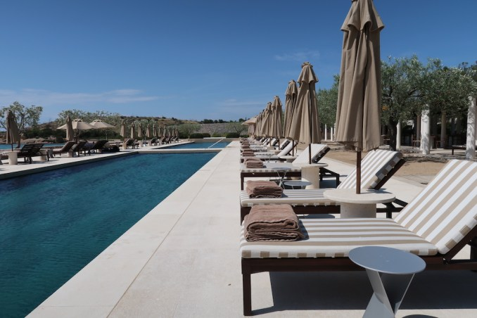 AMANZOE BEACH CLUB: LAP POOLS