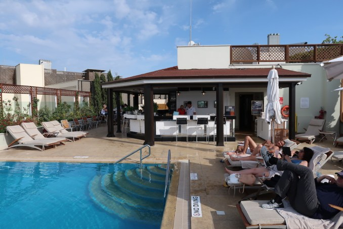 HOTEL GRANDE BRETAGNE: ROOFTOP POOL & BAR