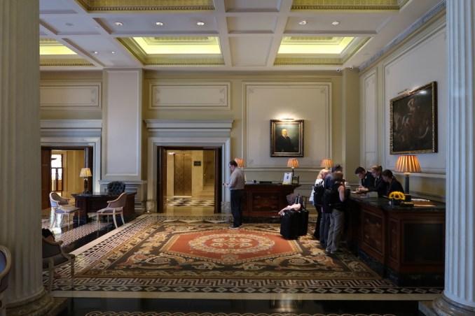 HOTEL GRANDE BRETAGNE: LOBBY