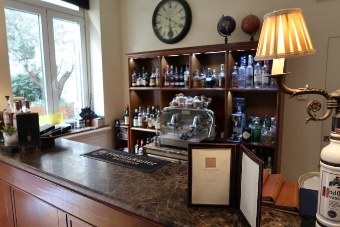 HOTEL GRANDE BRETAGNE: CIGAR LOUNGE