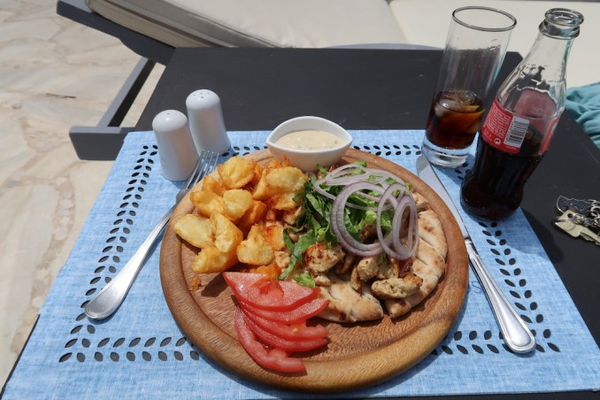 KIVOTOS MYKONOS: MAIN SWIMMING POOL (LUNCH)
