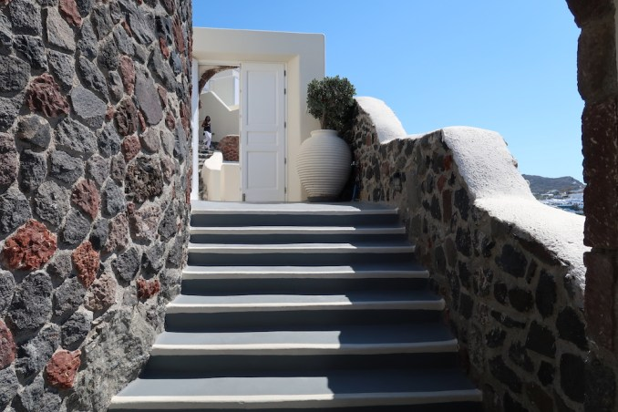 CANAVES OIA SUITES: HOTEL ENTRANCE