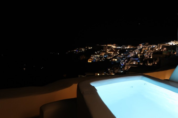 CANAVES OIA SUITES AT NIGHT