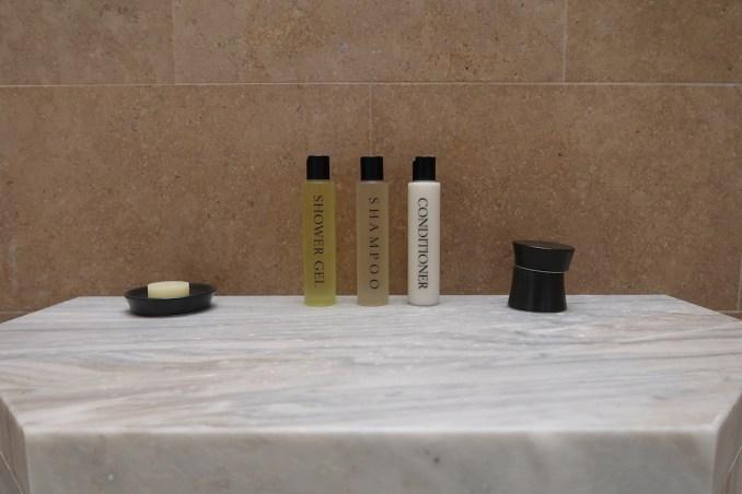 AMANZOE POOL PAVILION: BATHROOM