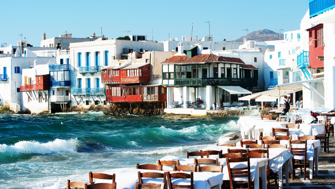PARTY LIKE A JETSETTER ON MYKONOS