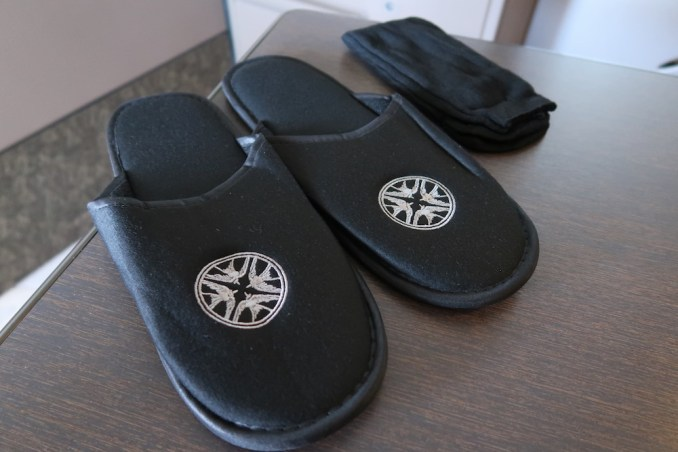 SINGAPORE AIRLINES A380 FIRST CLASS - SLIPPERS