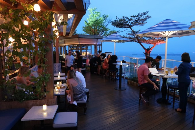 MARINA BAY SANDS: SANDS SKYPARK - DINNER AT LAVO RESTAURANTv