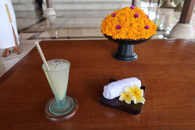 LOBBY - WELCOME DRINK & COLD TOWEL