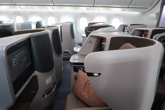 SINGAPORE AIRLINES B787: BUSINESS CLASS CABIN