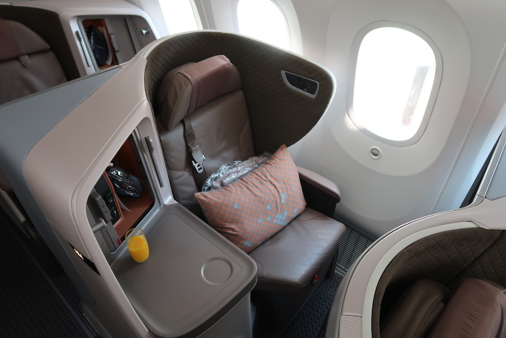 Review: Singapore Airlines Boeing 787 Business Class Bali to ...