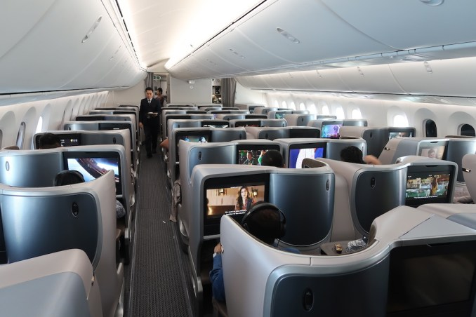 SINGAPORE AIRLINES B787: BUSINESS CLASS CABIN (INFLIGHT)