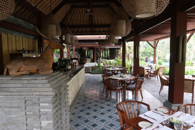 MANDAPA: POOL BAR