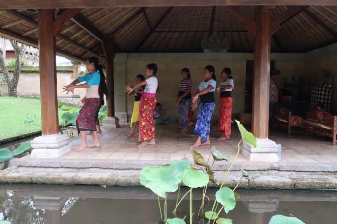 AMANDARI: DANCE LESSONS FOR LOCAL CHILDREN