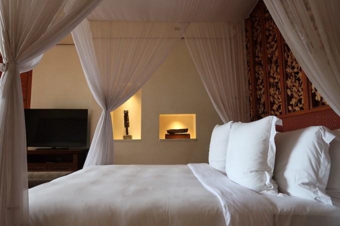 FOUR SEASONS SAYAN: ONE BEDROOM VILLA - BEDROOM