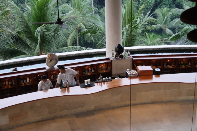 FOUR SEASONS SAYAN: LOBBY