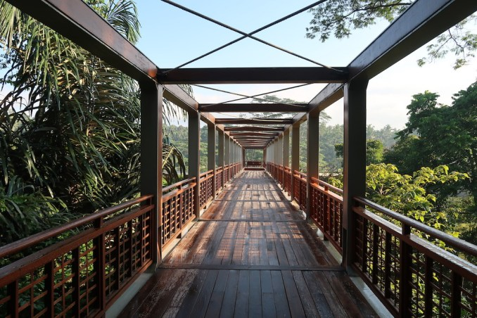 FOUR SEASONS SAYAN: FOOTBRIDGE TO LOBBY