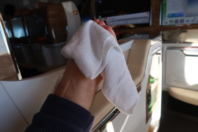 EMIRATES B777 BUSINESS CLASS: HOT TOWEL