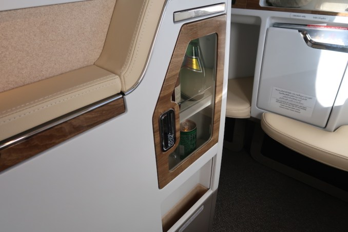 EMIRATES B777 BUSINESS CLASS SEAT: MINIBAR