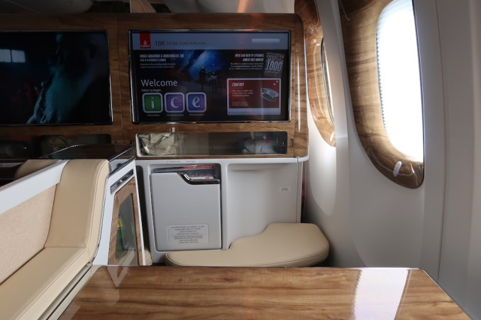 EMIRATES B777 BUSINESS CLASS SEAT: TRAY TABLE