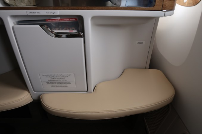 EMIRATES B777 BUSINESS CLASS SEAT: OTTOMAN