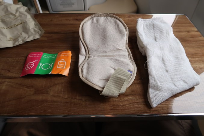 EMIRATES B777 BUSINESS CLASS AMENITIES: SOCKS & EYESHADES