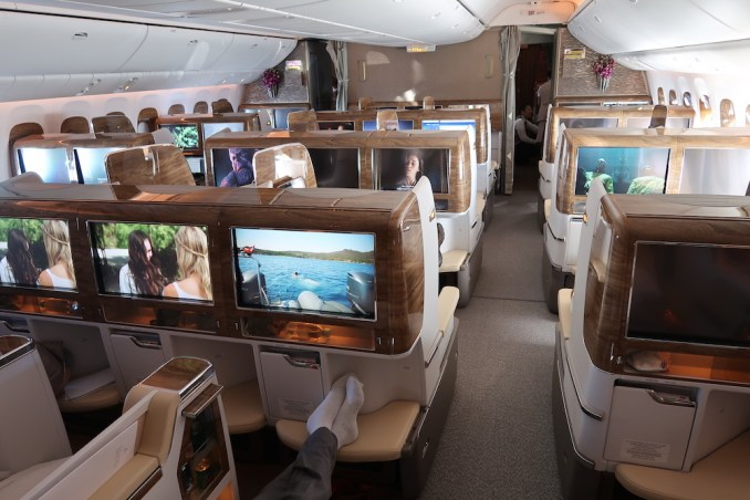 EMIRATES B777 BUSINESS CLASS CABIN (LARGE CABIN)