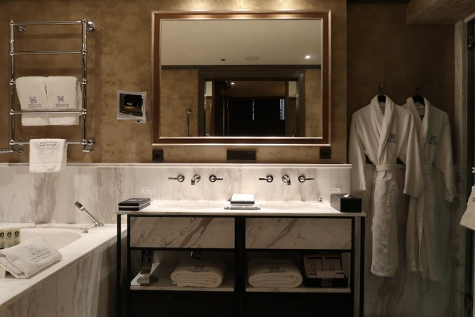 HOTEL TWENTYSEVEN: ONE BEDROOM SUITE