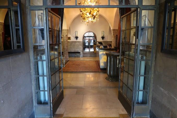 HOTEL TWENTYSEVEN: GROUNDFLOOR LOBBY