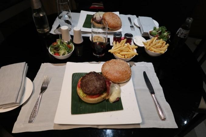 ARMANI HOTEL DUBAI: FOUNTAIN SUITE - ROOM SERVICE