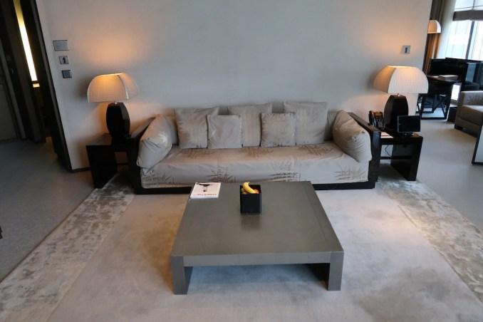 ARMANI HOTEL DUBAI: FOUNTAIN SUITE - LIVING ROOM