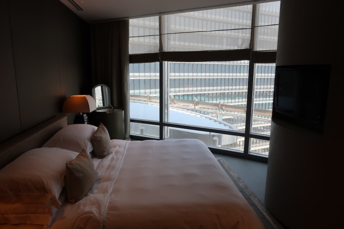 ARMANI HOTEL DUBAI: FOUNTAIN SUITE - BEDROOM