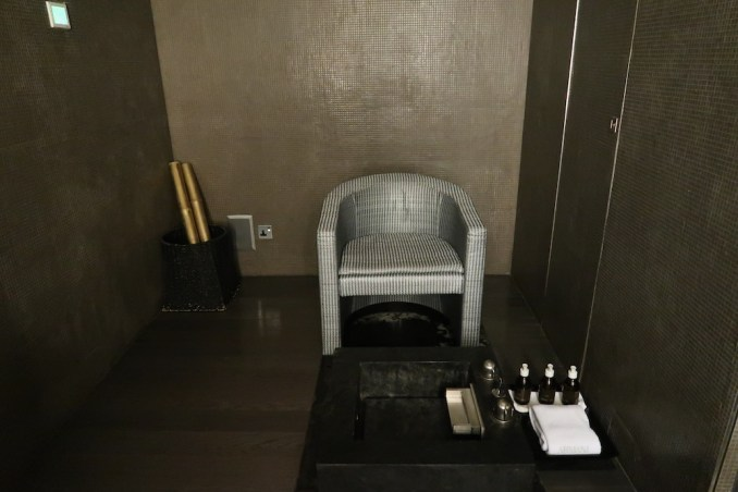 ARMANI HOTEL DUBAI: SPA - TREATMENT ROOM