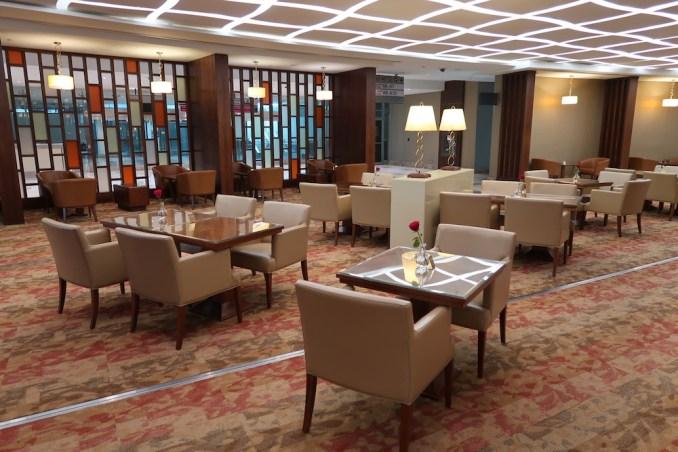 EMIRATES FIRST CLASS LOUNGE AT DUBAI: MAIN SEATING AREA